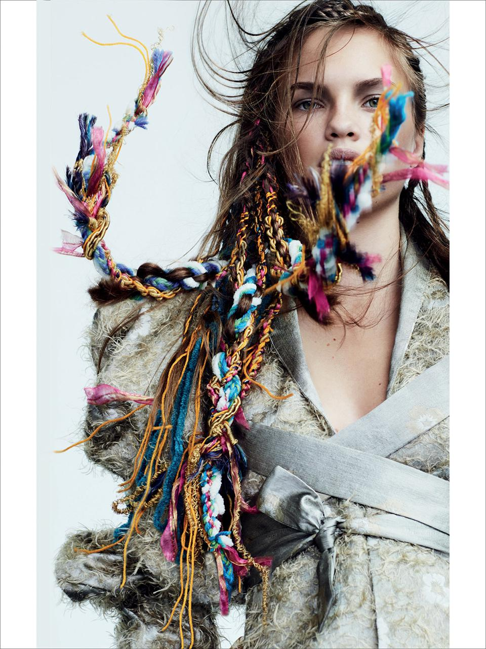 Włosy: Darren Ambrose @ D&J Ambrose/Zdjęcia: Jenny Hands/Makijaż: Mary Jane Frost/Stylizacja: Jackie Ambrose