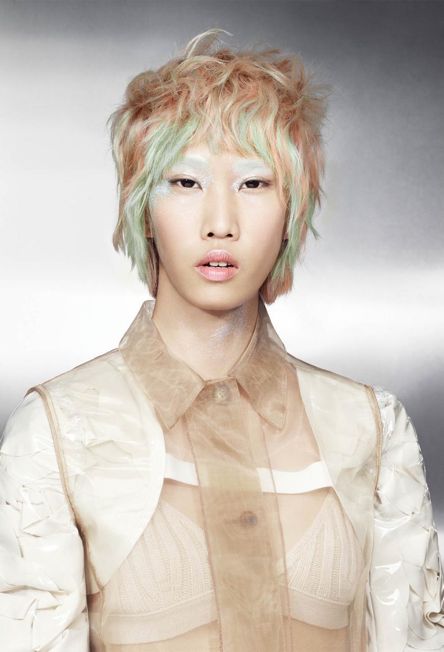 Włosy: Goldwell Color Zoom '18 Creative Team, Zdjęcia: Markus Jans, Makijaż: Loni Baur, Stylizacja: Ingo Nahrwold