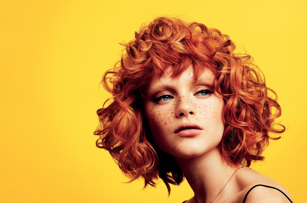 Włosy: Andrew Jose i Evelina Lundgren/Zdjęcia: Alex Barron-Hough/Makijaż: Julia Wilson Fashion/Stylizacja: Rhona Emma/Produkty: TIGI