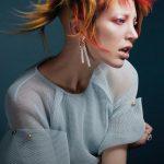 Włosy: Bill Tsiknaris @ Tsiknaris, Kolor: Chris Tsiknaris, Makijaż: Charlotte Ravet, Stylizacja: Milana Demina, Zdjęcie: Anniss+Barton