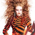Włosy: Paula Hibbard, Zdjęcia: David Mannah, Makijaż: Rachael Montgomery, Stylizacja: Josie McManus