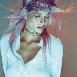 Włosy: Lyndall Vile/Zdjęcia: Milos Mlynarik/Makijaż: K. Hopwood/Stylizacja: L. Ross