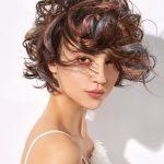 Włosy: Francesco De Nile dla Kaaral, Zdjęcie: Carlo Battillocchi, Makijaż: Markus Theisen, Fashion Avenue, Stylizacja: Romina Power, Produkty: Kaaral