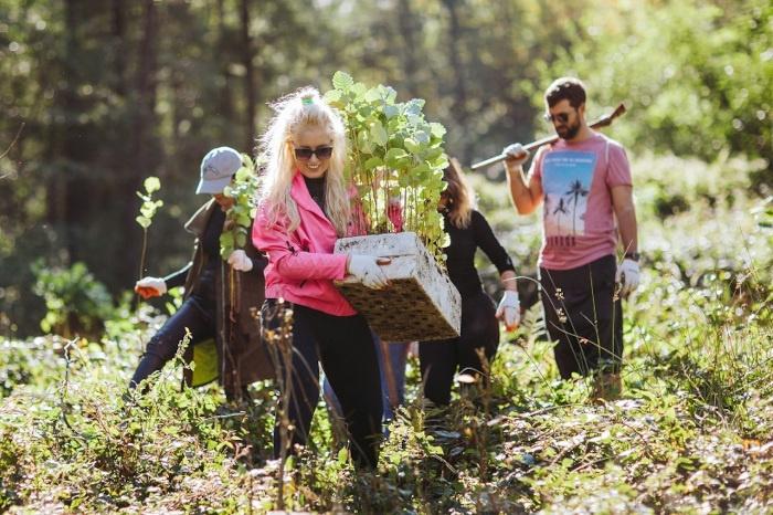Fryzjerzy Davines sadzą drzewa 2021